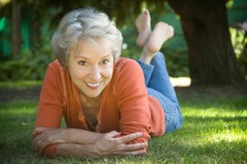 older-women-attractive-healthy-teeth